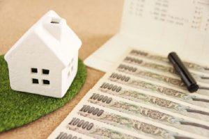 白い家と1万円札