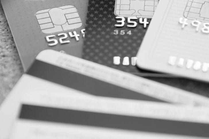 モノクロのクレジットカード
